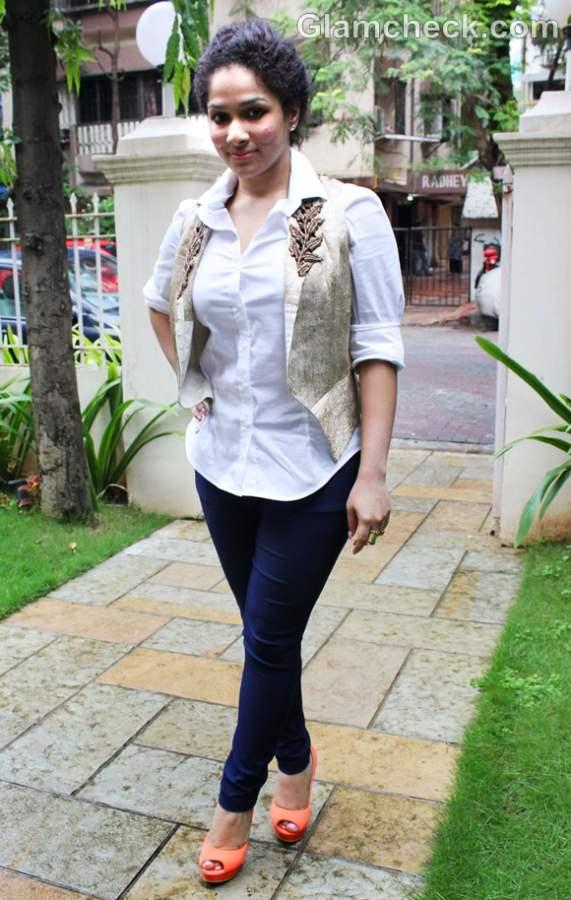Accessorizing jeans white shirt how Masaba Gupta