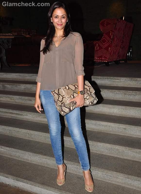 Gayatri Oberoi Sweet in Skinny Jeans