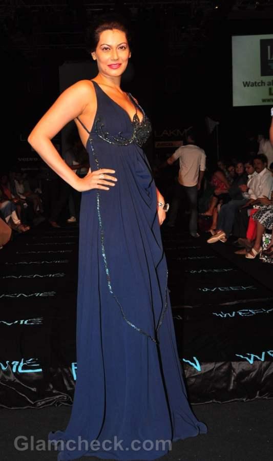 Payal Rohatgi backless gown Lakme Fashion Week 2012