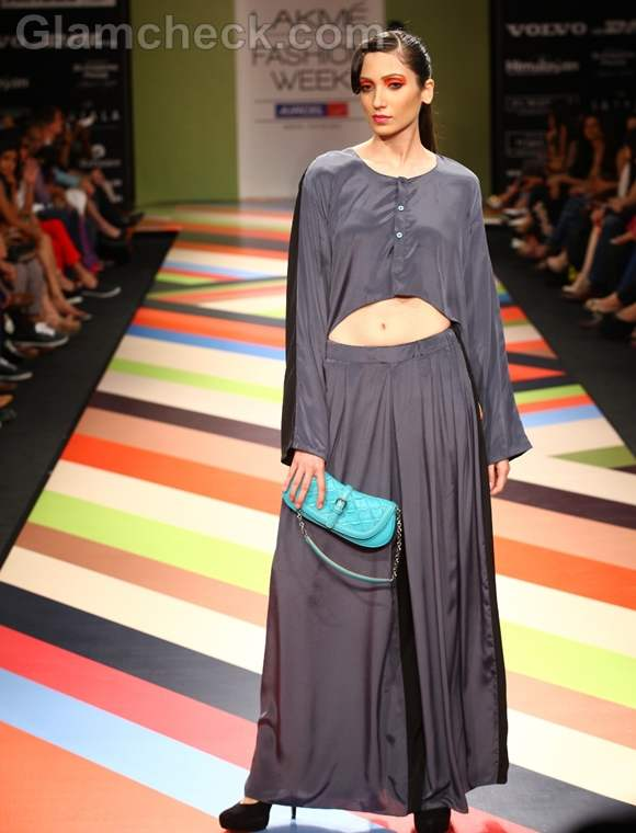 VEEV Second Skin Collection Bags LFW Winter-Festive 2012 -3