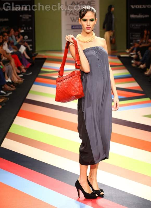 VEEV Second Skin Collection Bags LFW Winter-Festive 2012-4