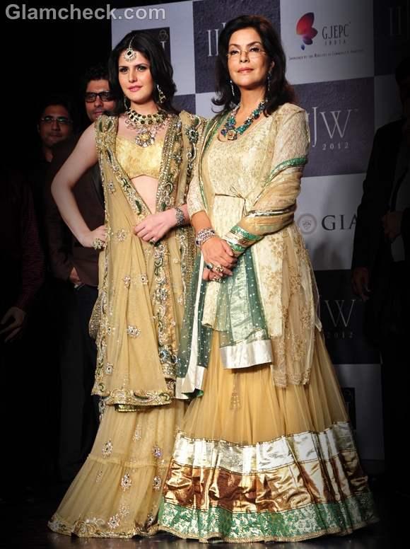 Zarine Khan Zeenat Aman Rock the Traditional Glam Look at IIJW