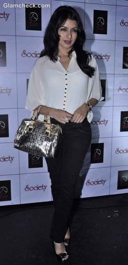 Bhagyashree elegant outfit