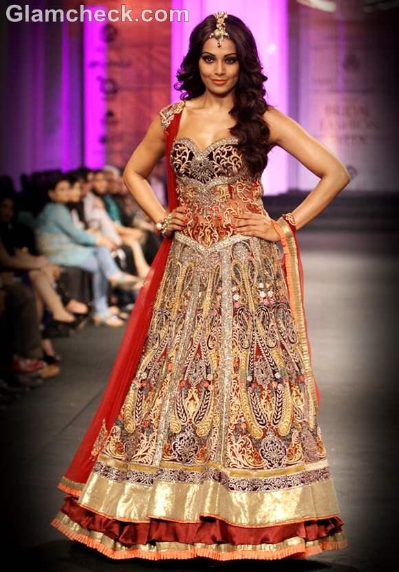 Bipasha Basu india bridal week 2012 for Anjalee Arjun Kapoor