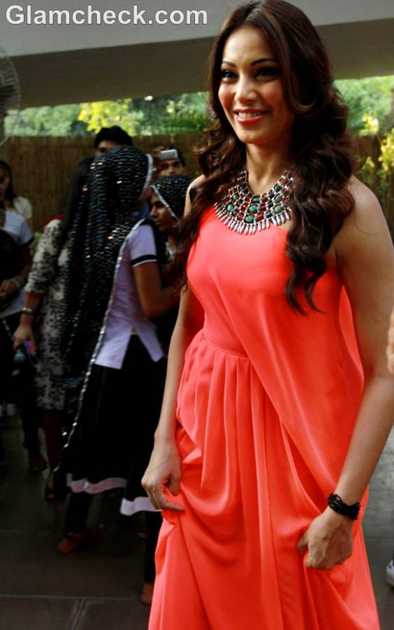 Bipasha Basu orange dress 5th Airtel Delhi Half Marathon