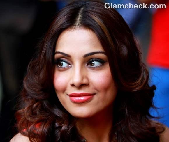 Bipasha Basu orange makeup