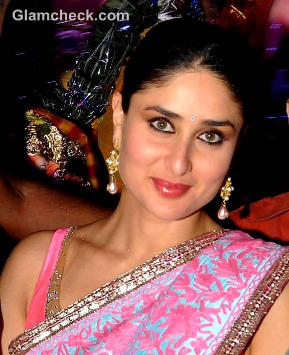 Bollywood Actress Kareena Kapoor Celebrates Ganesh ...