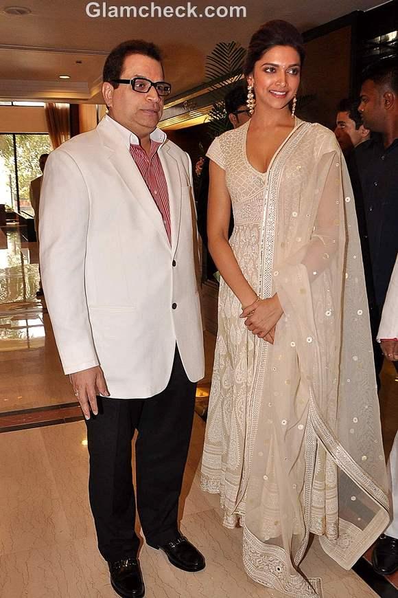 Deepika Padukone outfit Priyadarshini Awards 2012