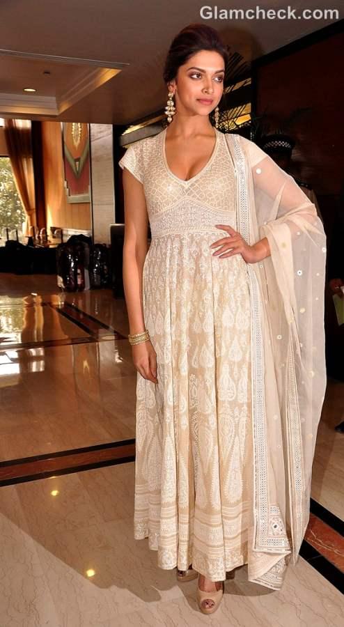 Deepika Padukone suit churidar Priyadarshini Awards 2012