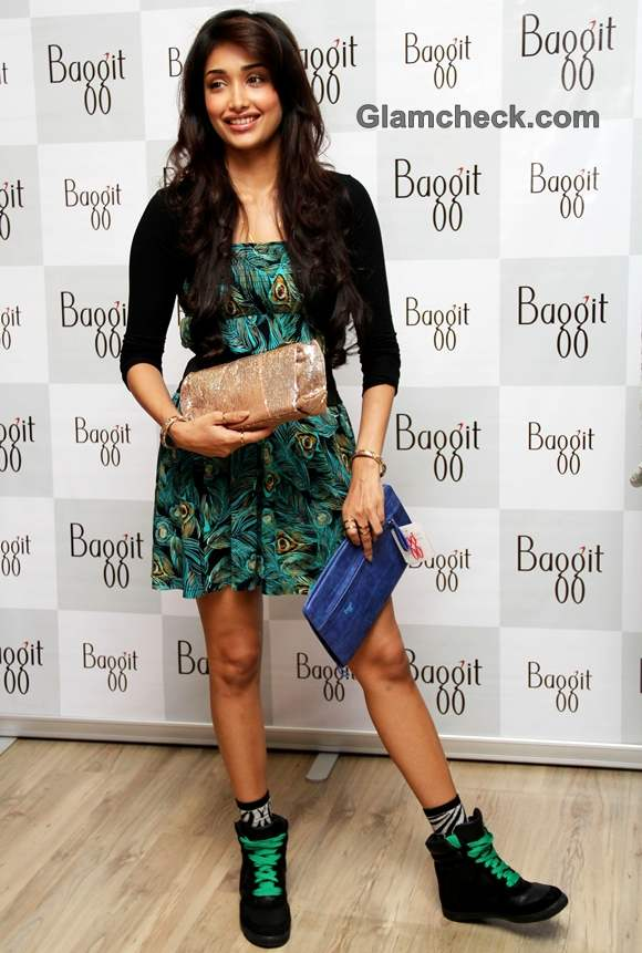 Jiah Khan unveiled baggit bags autumn 2012 collection-2