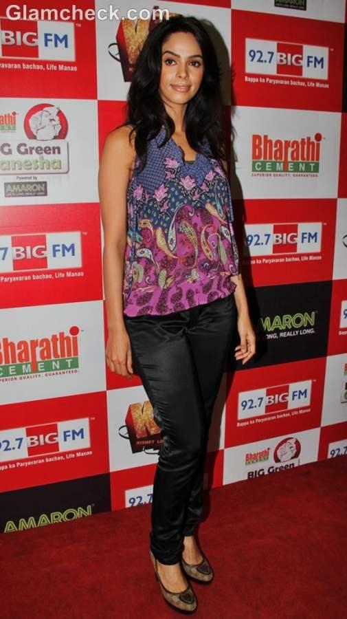Mallika Sherawat Kismat Love Paisa Dilli