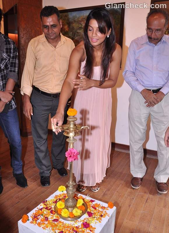 Mugdha Godse at Shyam Kishore Mishra art event in Kala Ghoda Mumbai