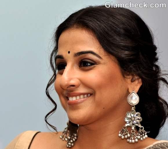 Vidya Balan traditional look earthy makeup-2