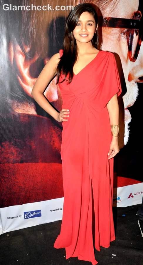 alia bhatt red gown at kbc 2012
