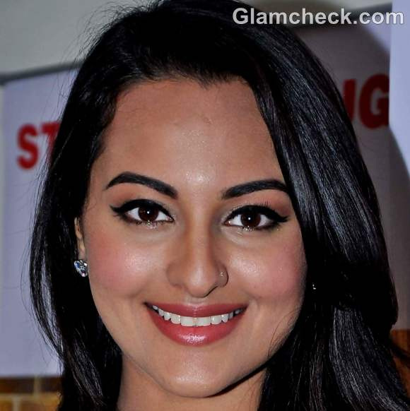 sonakshi sinha hairstyle makeup look