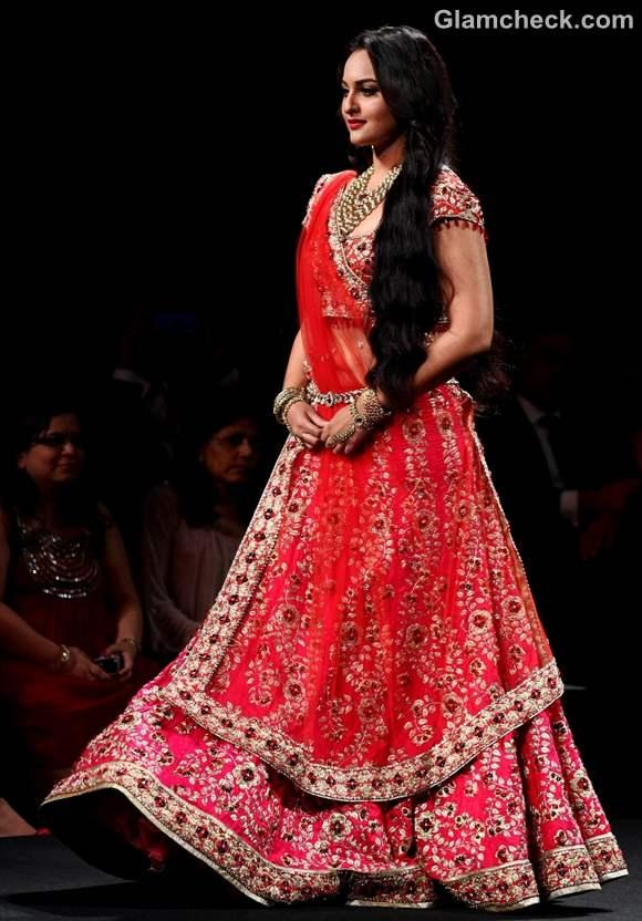 sonakshi sinha jyotsna Aamby Valley India Bridal Fashion Week 2012