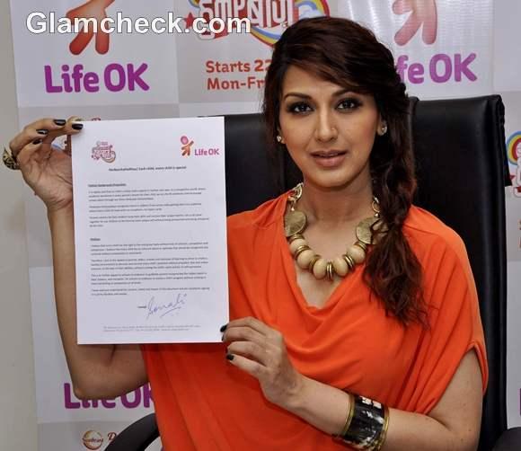 Actress Sonali Bendre promotes new show of Life OK in Mumbai