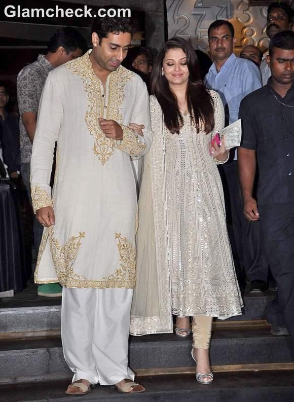 Aishwarya rai Abhishek Bachchan at B70 Art Show Nehru Centre Mumbai