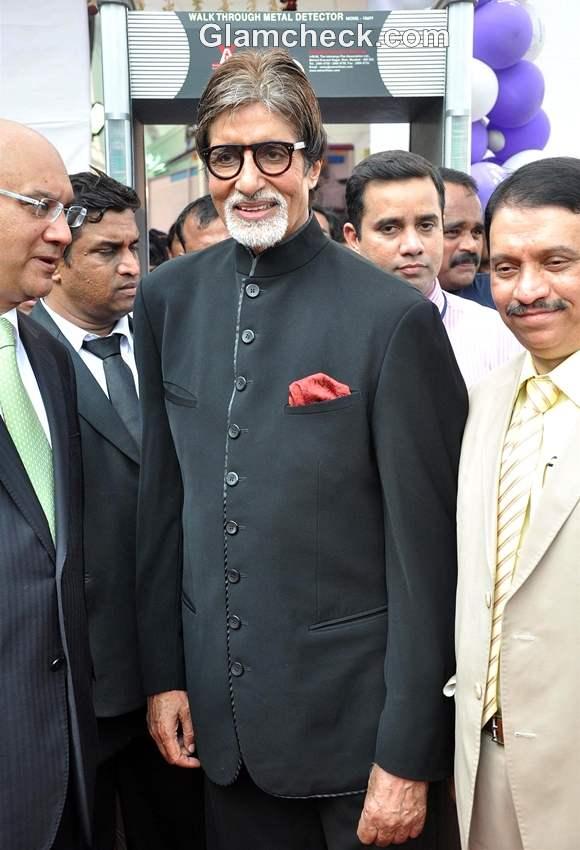 Amitabh Bachchan Mobile Diabetes Van by Seven Hills Hospital 70th Birthday