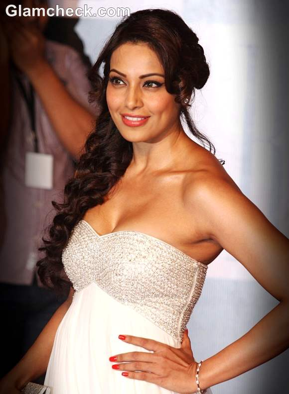 Bipasha Basu in a Magnificent gown at Mr. Bachchanu2019s 70th ...