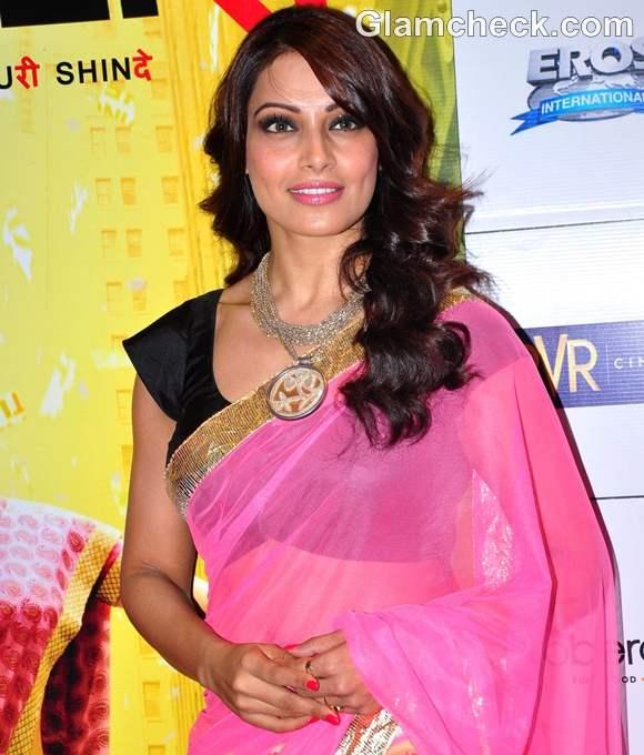 Bipasha Basu in saree english Vinglish Premiere