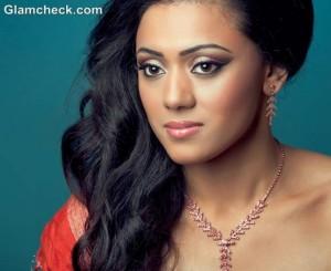 Diwali hairstyle makeup glamorous