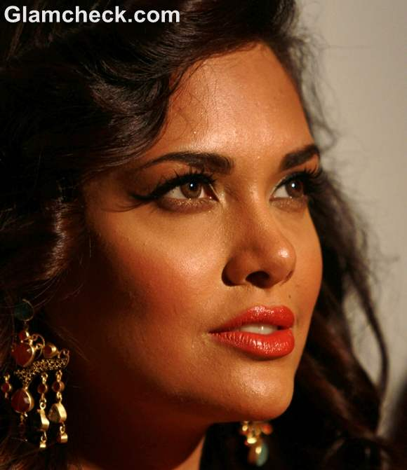 Esha Gupta Festival Glamorous Makeup Hairstyle