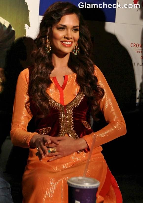 Esha Gupta traditional look Chakravyuh