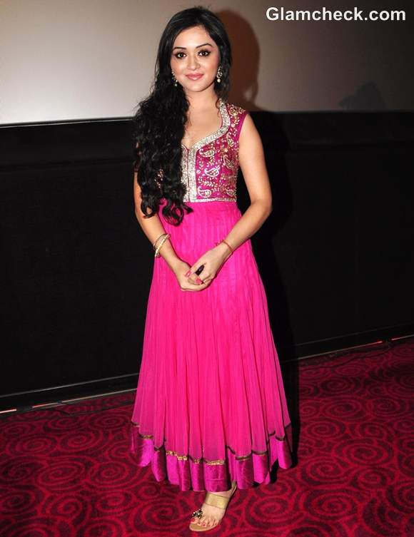 How dress for Dussehra 2012 bollywood celeb Rageeni Nandwani