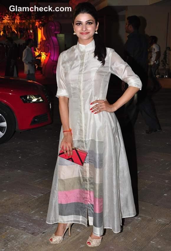 How dress for Dussehra bollywood celeb Prachi Desai