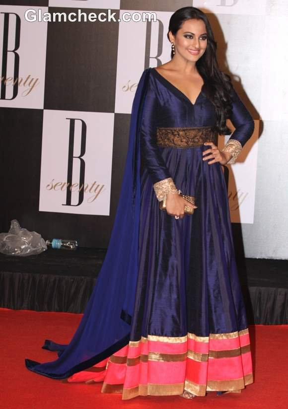 How dress for Dussehra bollywood celeb sonakshi sinha