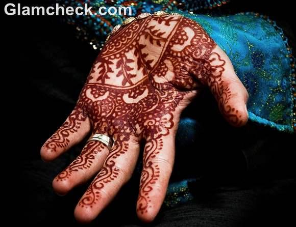 Karva Chauth Mehndi designs traditional patterns