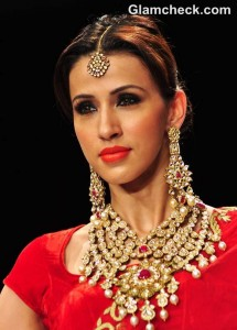 Karva Chauth Beauty Looks – Hairstyle & Makeup