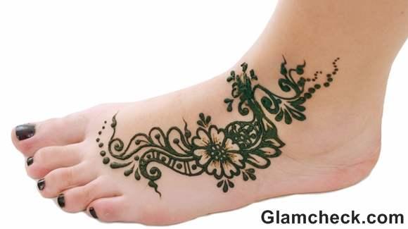 Karva Chauth mehndi designs arabic patterns legs