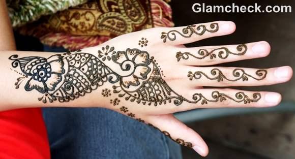 Karva Chauth mehndi designs floral patterns