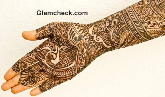 Karva Chauth mehndi designs peacock motif