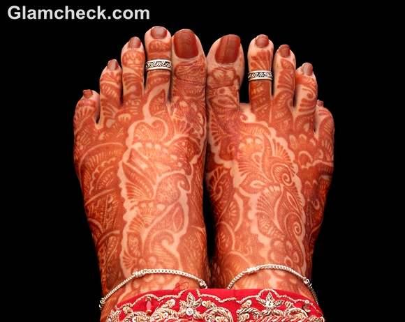 Karva Chauth mehndi designs traditional feet