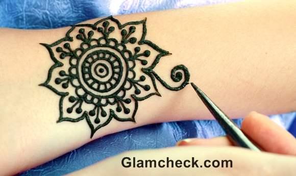 Karva Chauth mehndi designs traditional geometric motifs