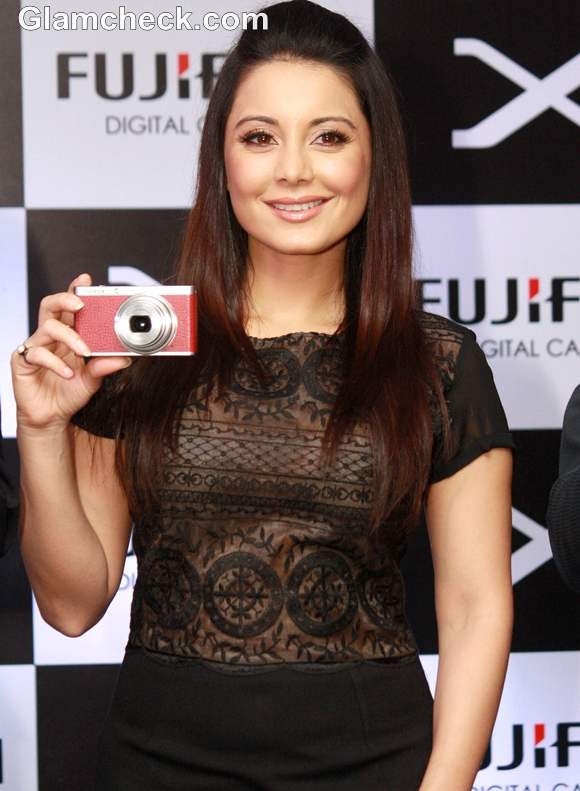 Minissha Lamba Launches Fujifilm XF-1 Luxury Camera