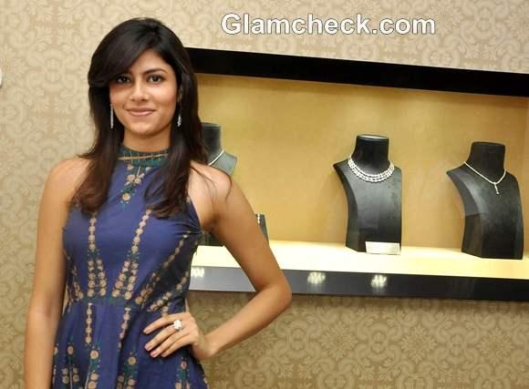 Miss India Vanya Mishra Inaugurates Entice Showroom