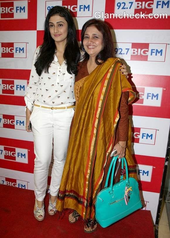 Ragini Khanna with mother Kamini Khanna