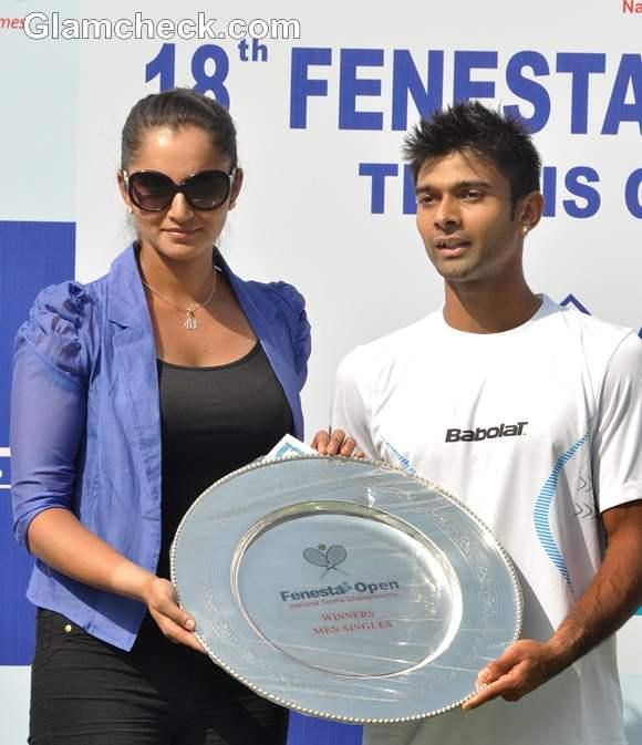 Sania Mirza winners trophy Jeevan Nedunchezhiyan
