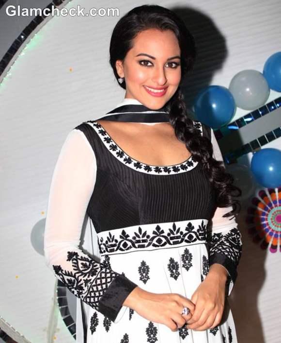 Sonakshi Sinha desi girl look Son of Sardaar