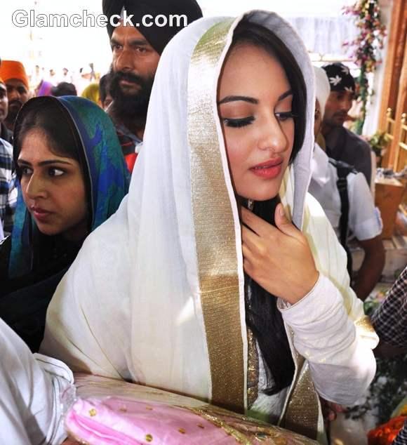 Sonakshi Sinha promote Son of Sardaar Golden Temple Amritsar