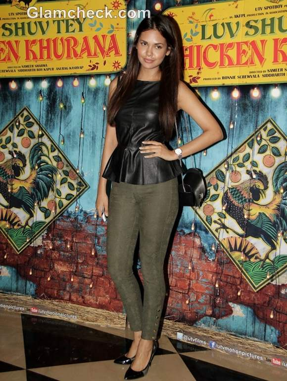 esha gupta  Luv Shuv Tey Chicken Khurana special screening