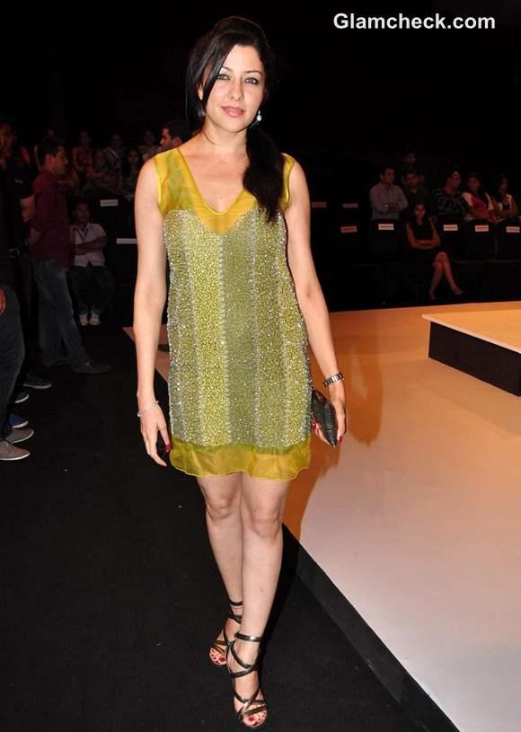 Aditi Gowitrikar at blenders pride fashion tour 2012 mumbai