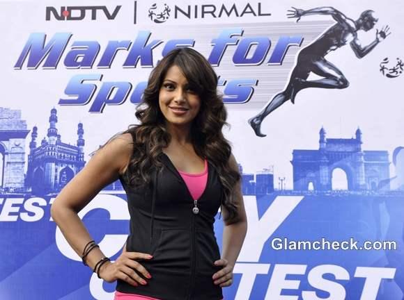 Bipasha Basu Promotes NDTVs Walk for Fitness in Mumbai