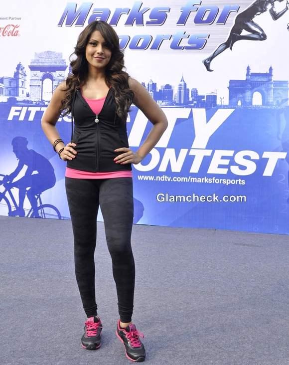 Bipasha Basu Promotes NDTVs Walk for Fitness