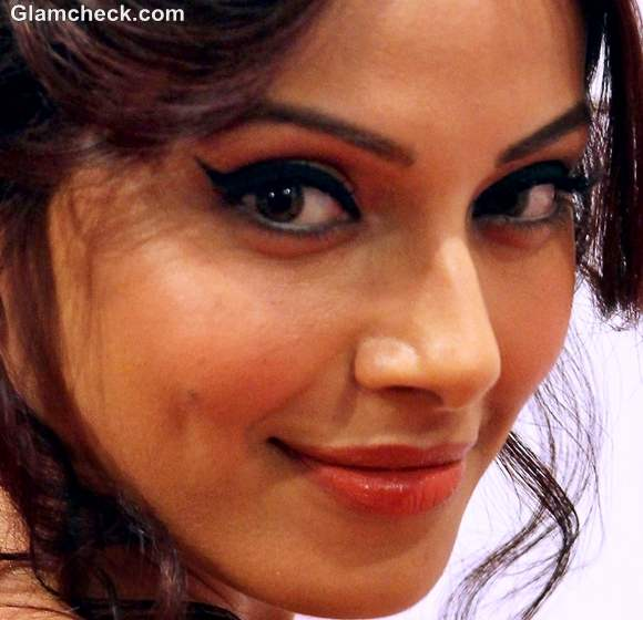 Bipasha Basu makeup winged eyeliner