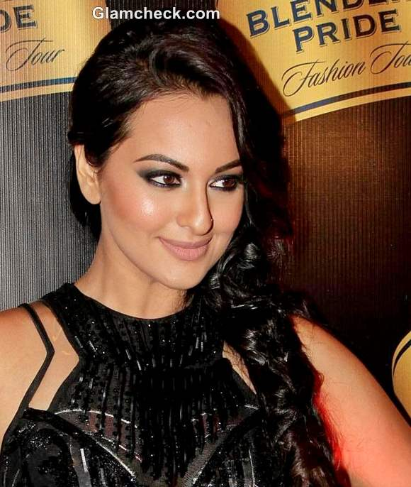 DIY Makeup Sonakshi Sinha Smokey Eyes Nude Lips
